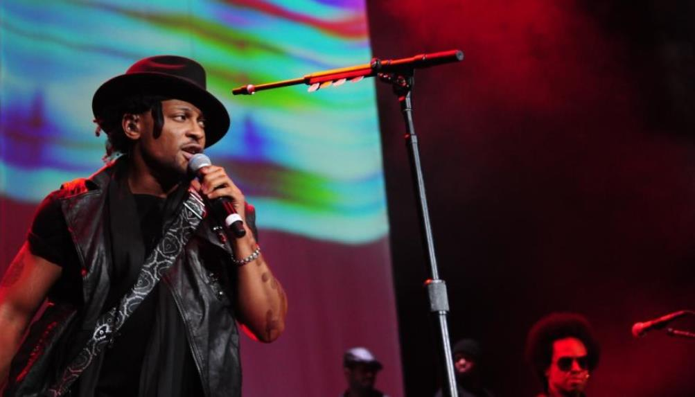 D'Angelo on stage