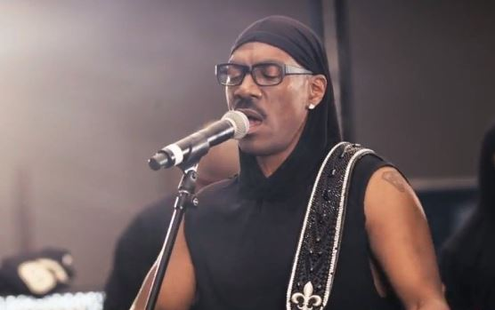 eddie-murphy-in-the-video-for-red-light